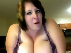 Chunky milf chick on webcam can hold a bottle with her titties