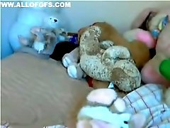 Chubby webcam model tickles her pussy with her favorite sex toy