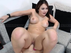 Perfect Shaved Camgirl Toying Solo