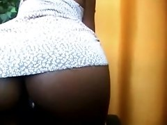 This sexy ebony gal with luscious bubble butt loves masturbating on cam