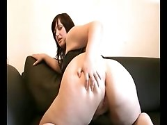 BBW goth webcam girl in leather corset shows off her huge booty