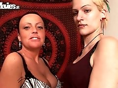 Two punk bitches are having lesbi sex on cam