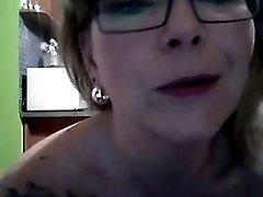 Mature woman with big booty masturbates for me on webcam
