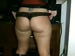 White famous webcam blonde bitch flashes her booty