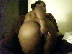 Plumpy BBW ebony hussy fingers her holes on webcam all naked