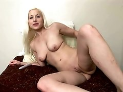 Blonde hottie makes her pussy wet and shows it off on her web camera