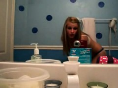 Amateur Appealing woman dance in her toilet