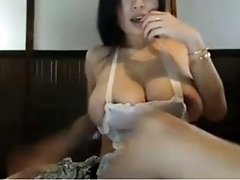 Huge boobed hottie playing with wet vagina in amateur session