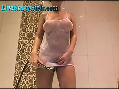 Perfect Webcam Girl Plays In The Bath