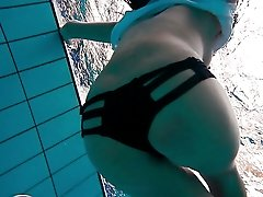 Skinny doll Alla Birtakik swimming naked in front of cam