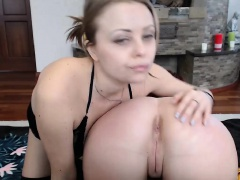 Sexy blonde masturbates and fucks toys live webcam chat