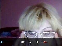 Mature Russian whore likes to wear glasses and masturbate on Skype