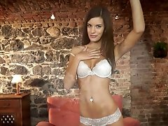 Seductive wanker Candice Luca poses on cam and rubs her clit