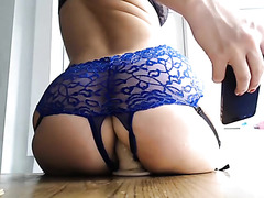 Hot babe rides a sex toy on webcam