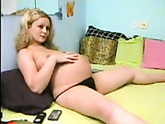Pregnant 9 th realxing on webcam (MrNo)