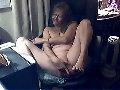 Filthy fat granny plays with her loose cunt on webcam