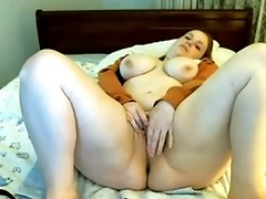 Good looking BBW nympho puts on a good webcam show
