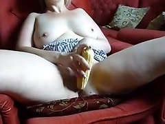 Pale lady used corn to stimulate her hungry wet pussy a bit
