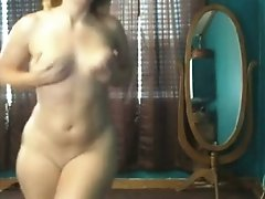 Extravagant white thick ass of a PAWG shaking on livecam chat video